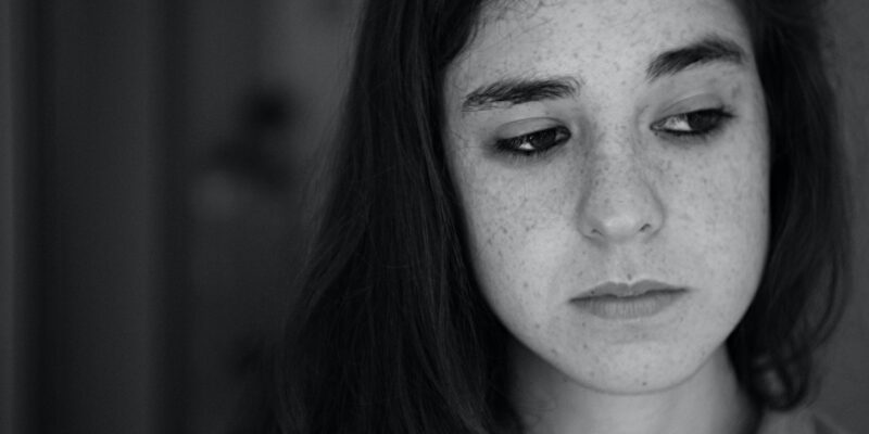 Anxious young women looking for immediate anxiety relief.